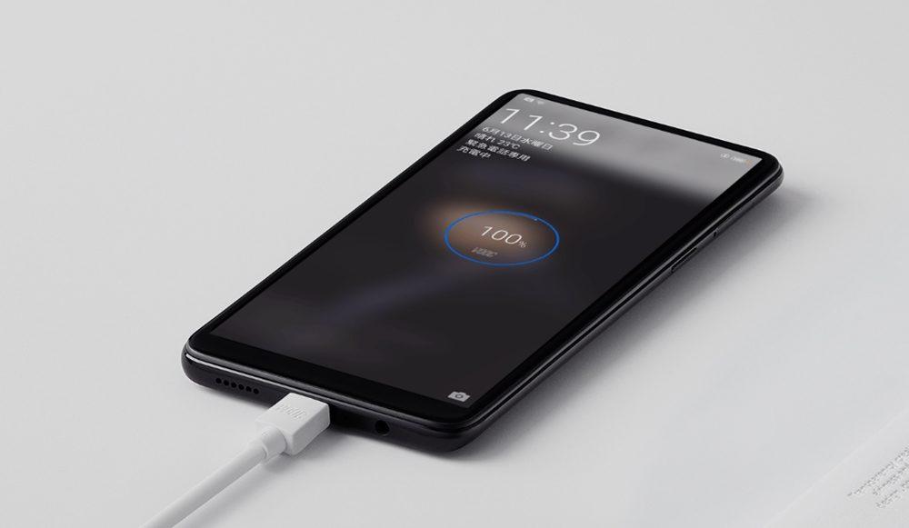 OPPO R15 Proは独自の充電技術で充電しながらでも熱を持たずに快適に充電が可能となっています。