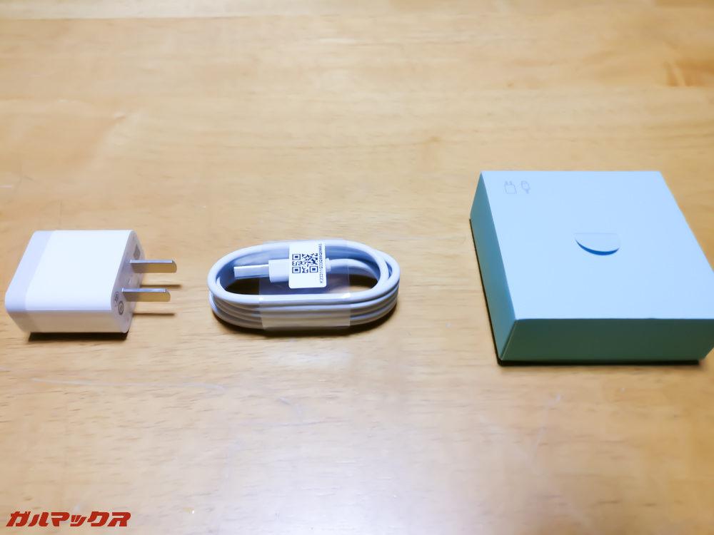 「ACアダプター」「USB-Cケーブル」の2つ