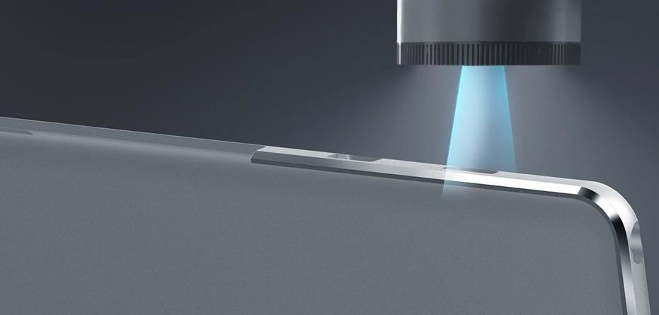 Teclast T20はメタル素材を活用したダイヤモンドカット加工が施されてます。