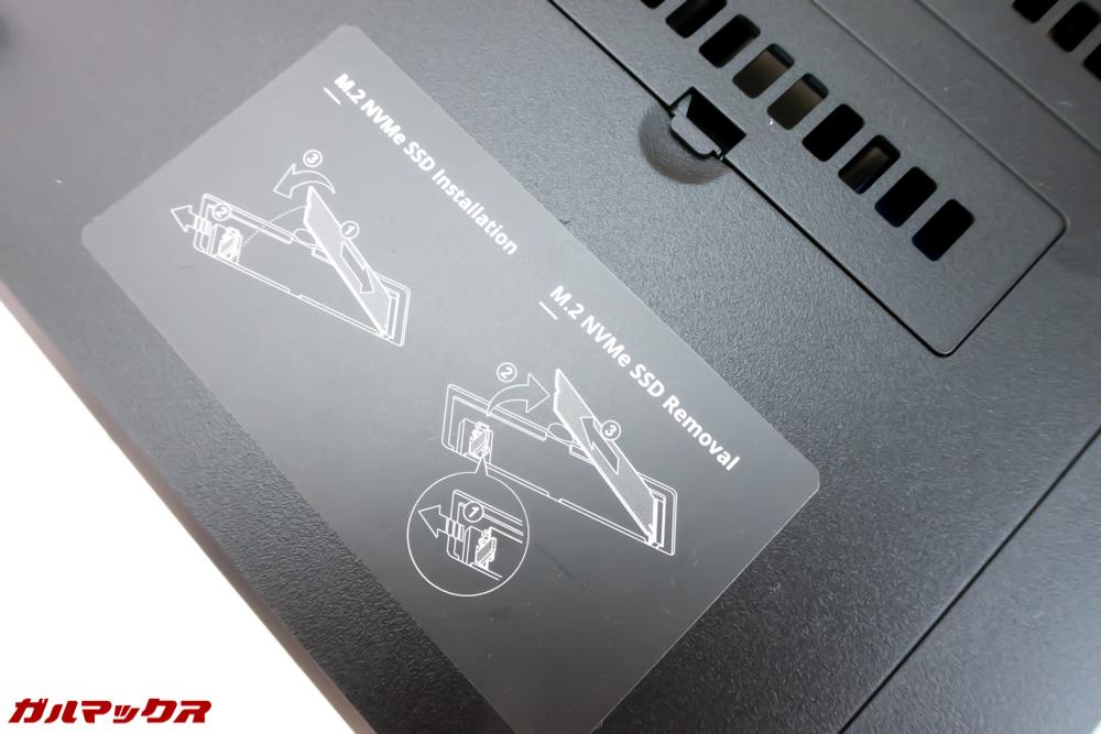 DS918+は工具不要でSSDスロットへアクセスできます