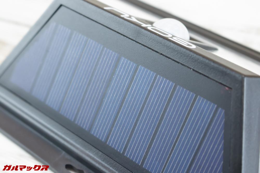 GOKU 48 LEDは本体上部が全てソーラーパネルとなっていました!