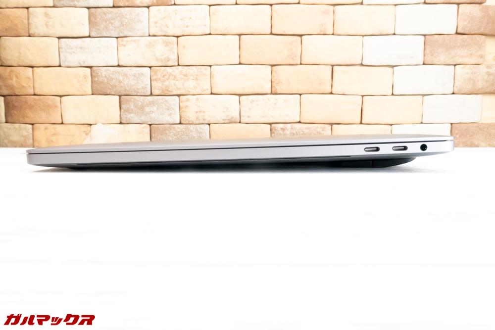 MacBook Pro用の傾斜スタンドの傾斜は折りたたんだ状態でも少し付きます。