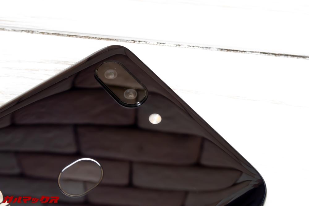 OPPO R15 Proは背面にAIデュアルカメラを搭載しています。