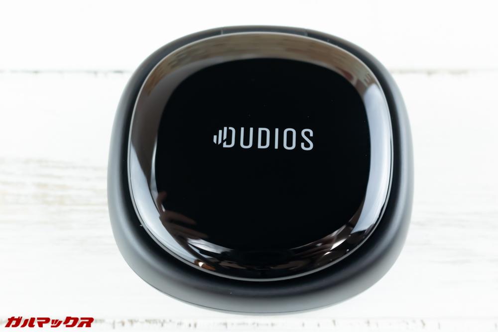 Dudios Zeus TWSのケースは丸みを帯びた四角のケース。