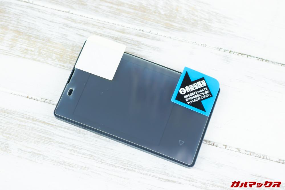 カードケータイ(KY-01L)用のPDA工房保護フィルムは画面全体を保護するタイプ。