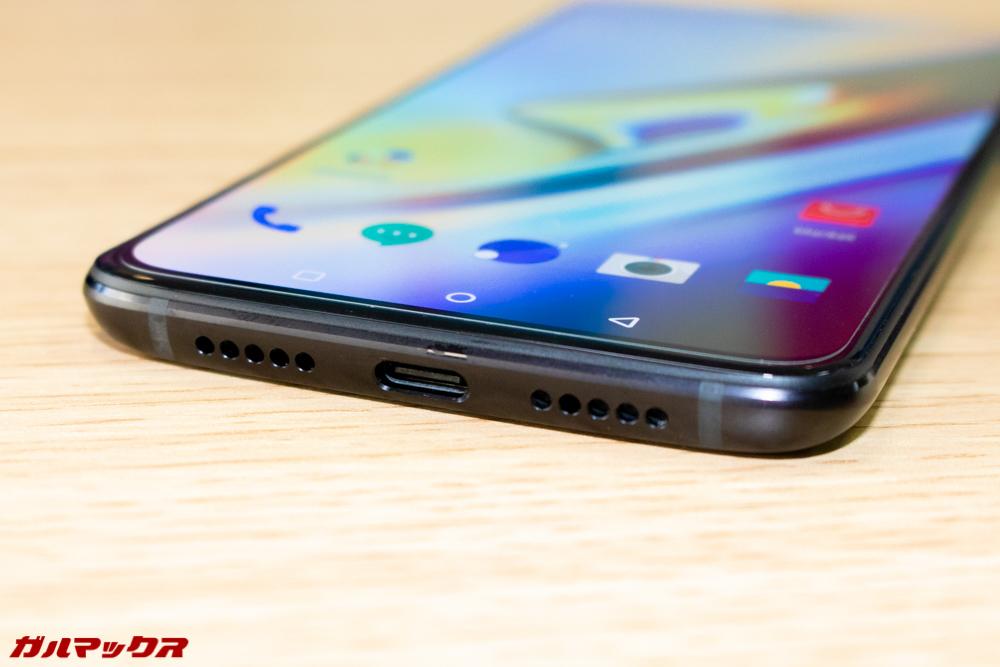 OnePlus 6Tの本体下部にはスピーカーと端子が備わっています。