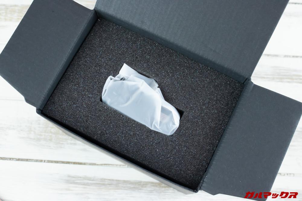 VANTRUE N1 Proの外箱を開けて書類系を取り出すと本体が丁寧に梱包されておりました。