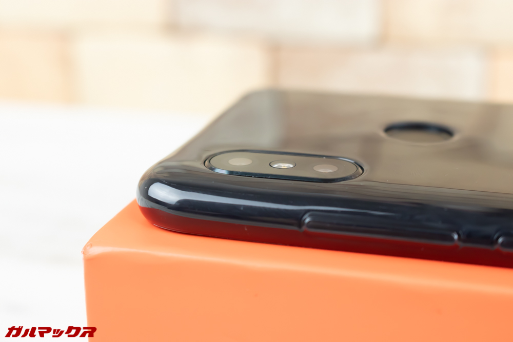 Xiaomi Redmi Note 6 Proのカメラの出っ張りはケースを付けると目立ちません。