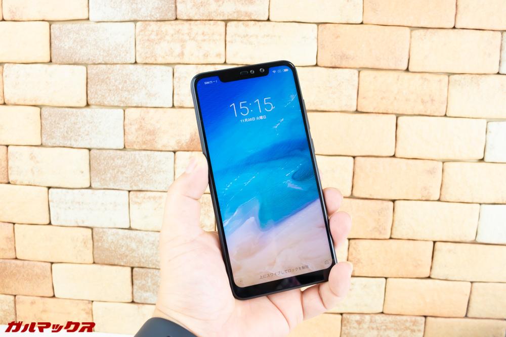 Xiaomi Redmi Note 6 Proのディスプレイは縦長なので6インチ以上の大型ディスプレイでも持ち心地は5.2〜5.5型クラスと同等です。