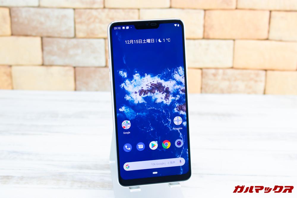Android One X5のディスプレイは切りかけのあるタイプ。