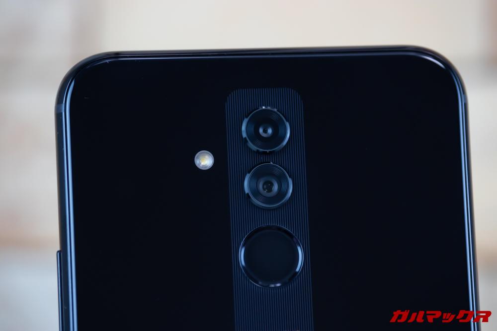 Huawei Mate 20 liteは背面にもデュアルカメラを搭載しています。