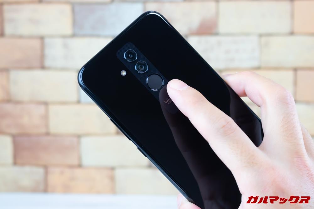 Huawei Mate 20 liteの指紋認証ユニットはタッチしやすい位置で操作性も抜群。