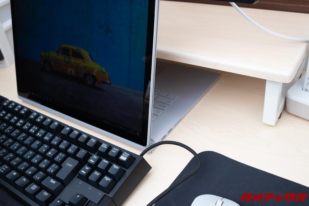 Surface Book 2の折り返したキーボード部分はサブディスプレイの台のデッドスペースに差し込むとOK