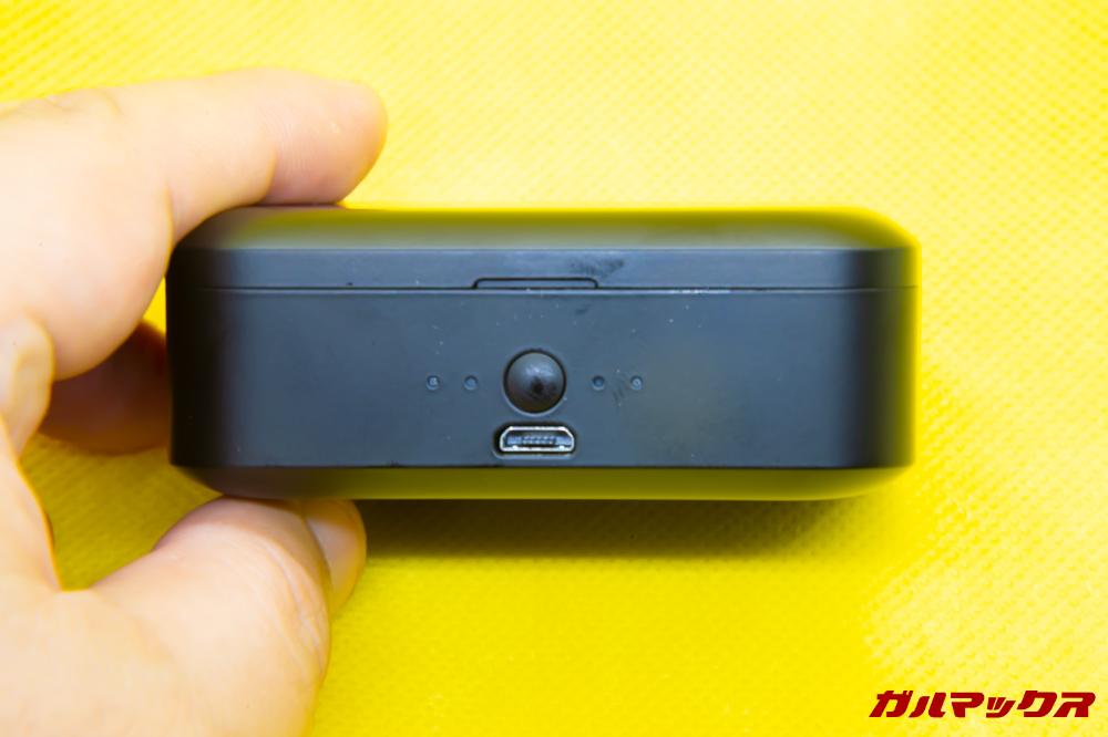 SoundPEATS Q32の前面にはバッテリーを搭載。