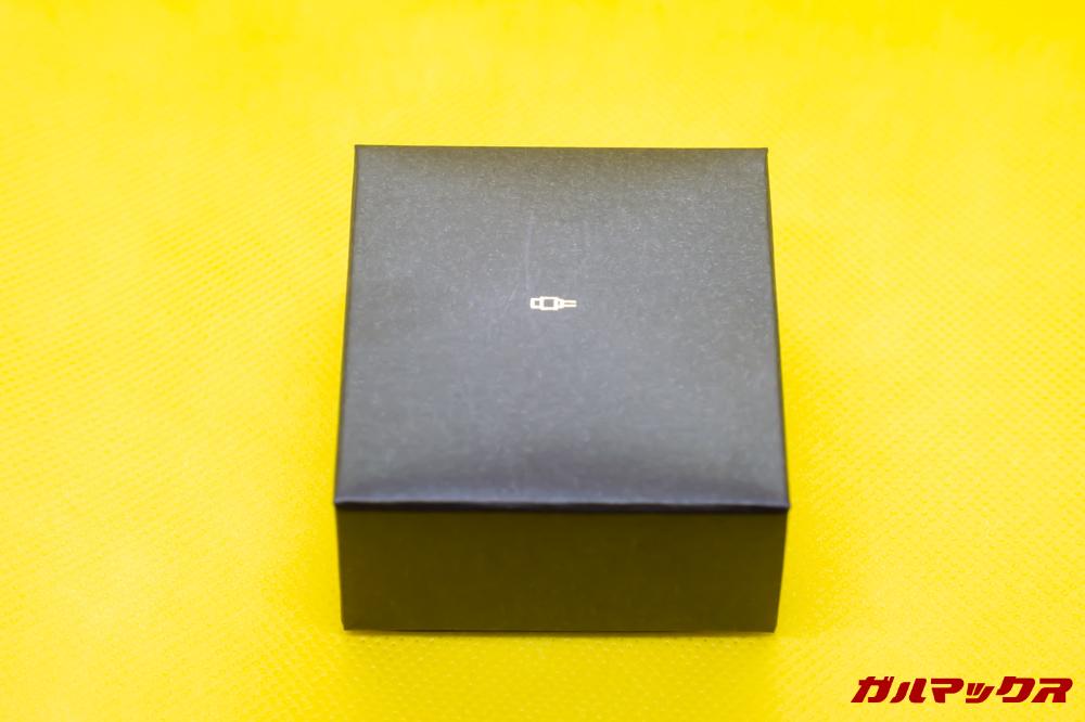 SoundPEATS Q32のアクセサリー類は小さな箱に詰め込まれています。