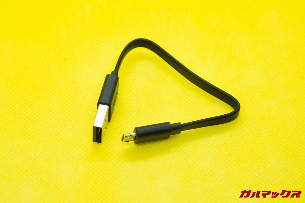 SoundPEATS Q32は充電用のMicroUSBケーブルが付属していますが少々短いです。