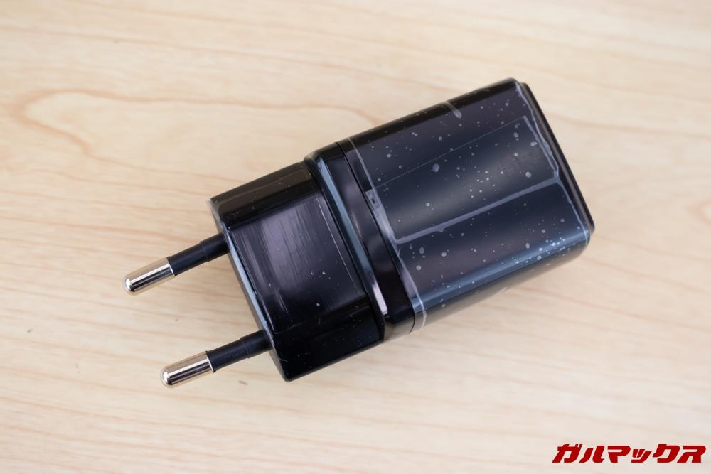 ALLDOCUBE M5Xは5V2A充電器が付属。