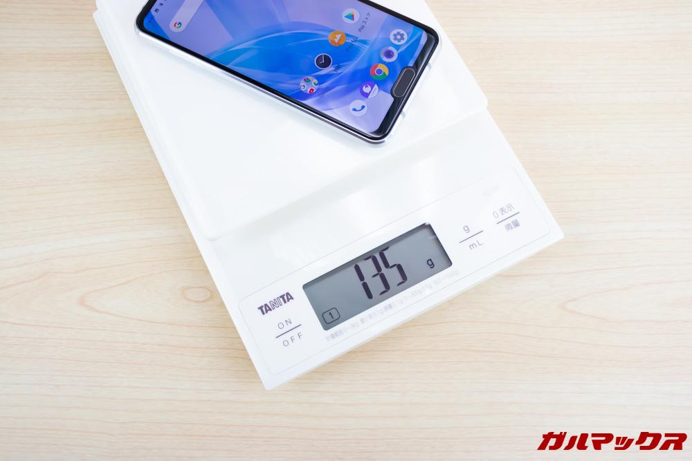 AQUOS R2 Compactの重量は実測値で135g。凄く軽いです。