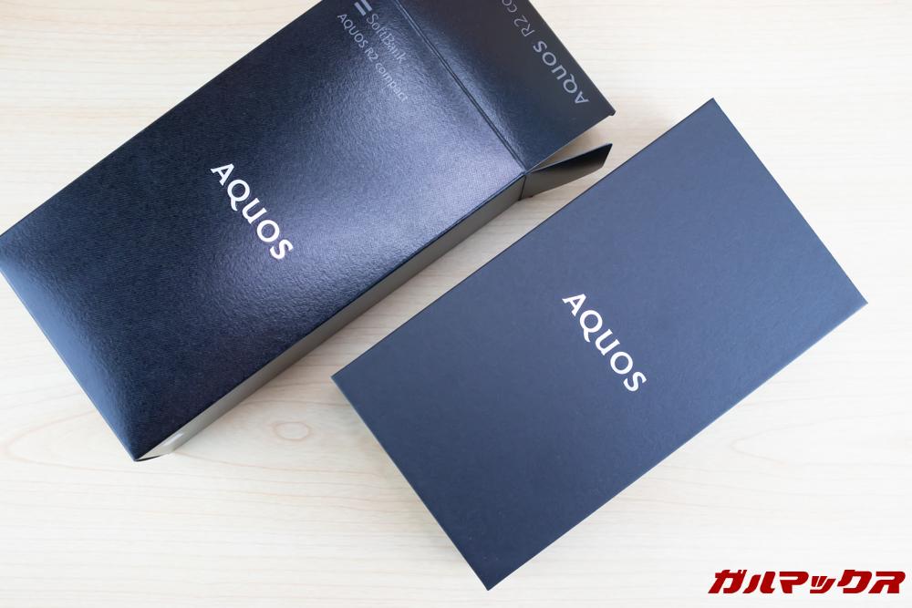AQUOS R2 Compactの内箱とは分離タイプとなっています。