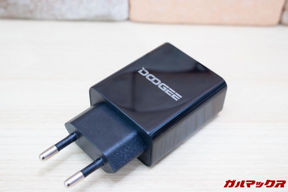 DOOGEE S70には超急速充電器が付属しています。