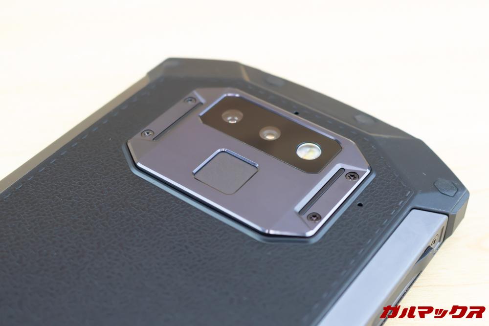DOOGEE S70はカメラ部分のプレートが排熱プレートとなっており、最大で-7°を達成。