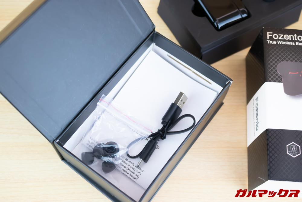 Fozento FT16の化粧箱下部にはアクセサリー類が詰め込まれておりました。