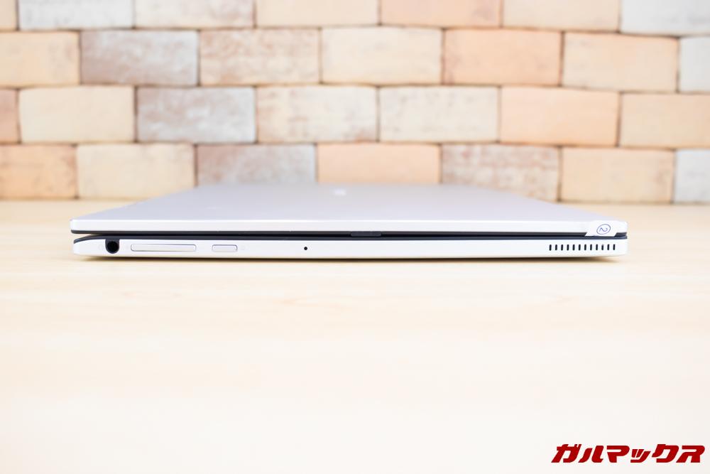 Jumper EZbook X1の画面左側のキーボード側面にはヘッドホンジャック