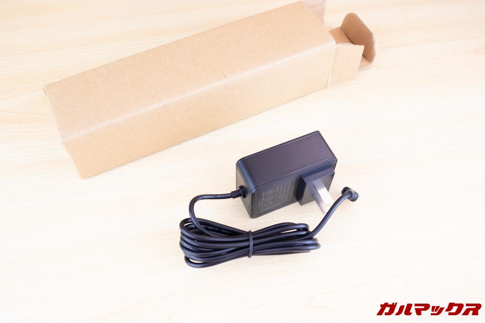 Jumper EZbook X1に付属していた化粧箱以外の細長い箱には充電器が入っていました。
