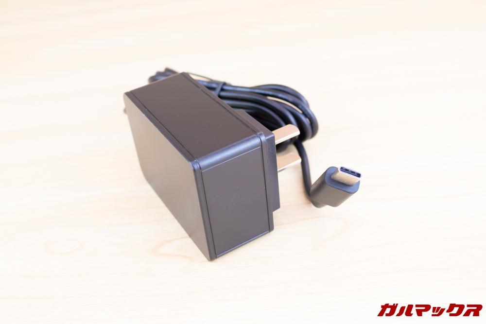 Jumper EZbook X1に付属の充電器は日本のコンセントに挿すことが出来る形状です。