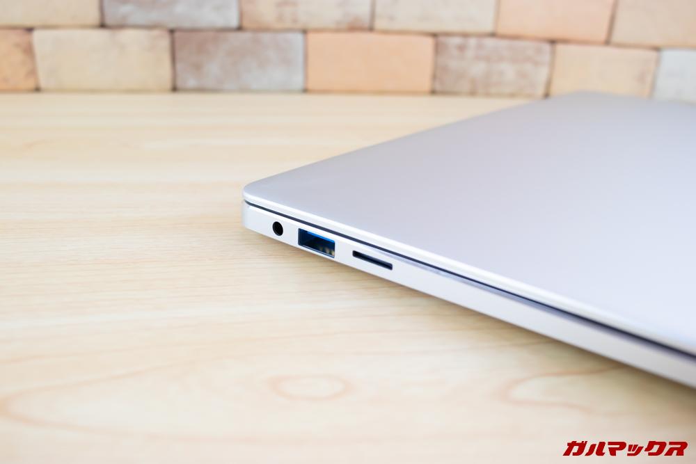 Jumper EZbook 3 Proの左側面にはMicroSDスロット、USB、イヤホン端子などが搭載