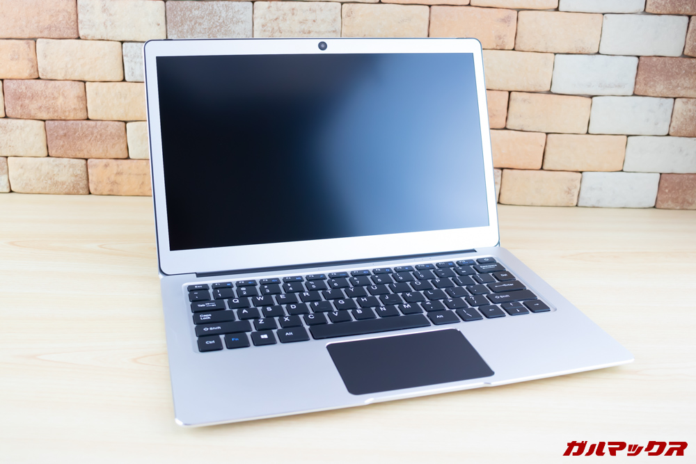 Jumper EZbook 3 Proのディスプレイは13.3型で非光沢です。