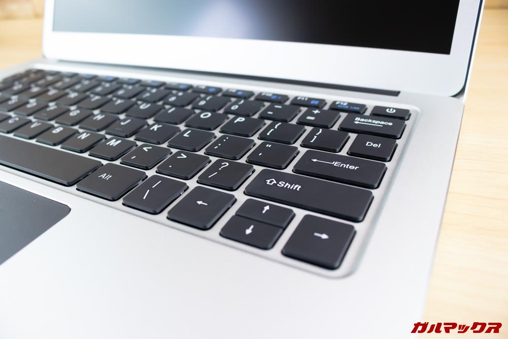 Jumper EZbook 3 Proのキーボードはシャコシャコした打ち心地で心地よい打鍵感です。