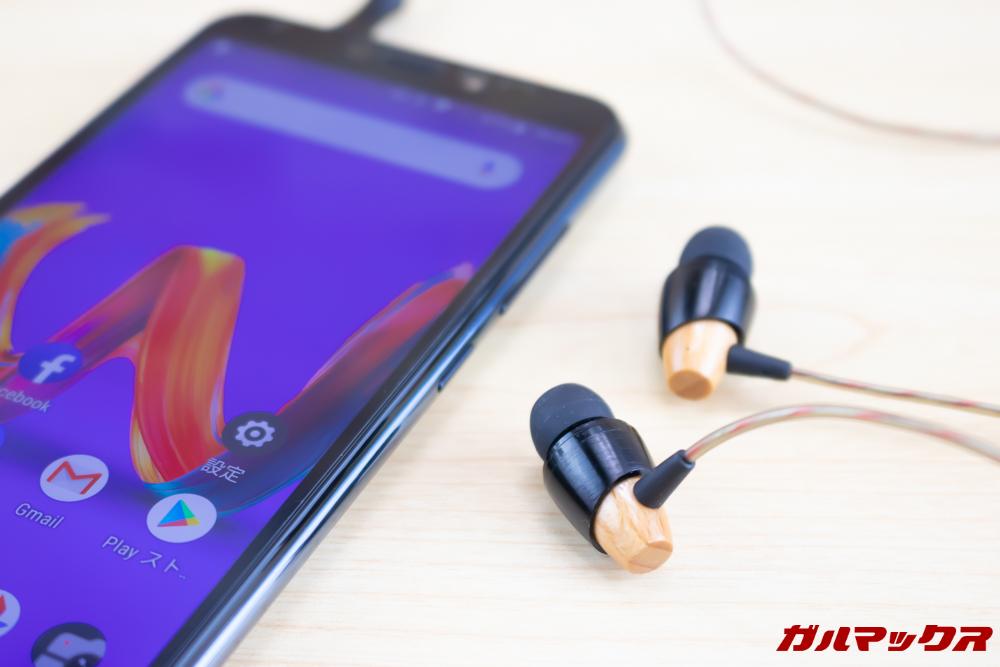 Wiko Tommy3 Plusはイヤホンジャックを搭載しているのでお気に入りの有線イヤホンやヘッドホンを利用できる。