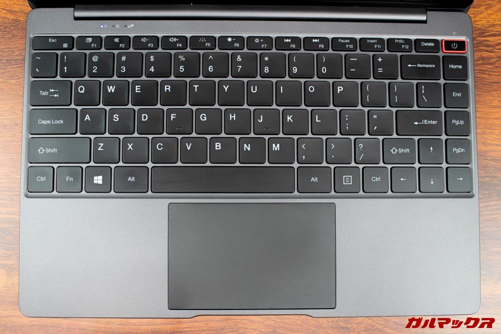 AeroBookのキーボードはフルサイズ。