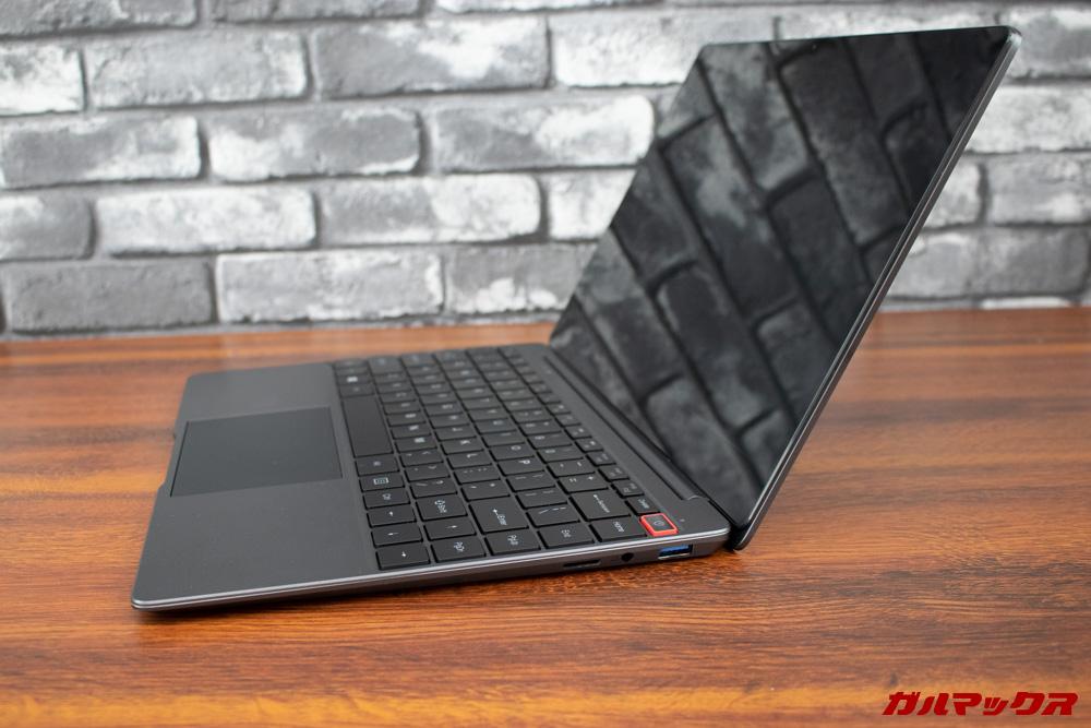 AeroBookは非常に薄く安価なノートパソコンですが野暮ったさは全くありません。
