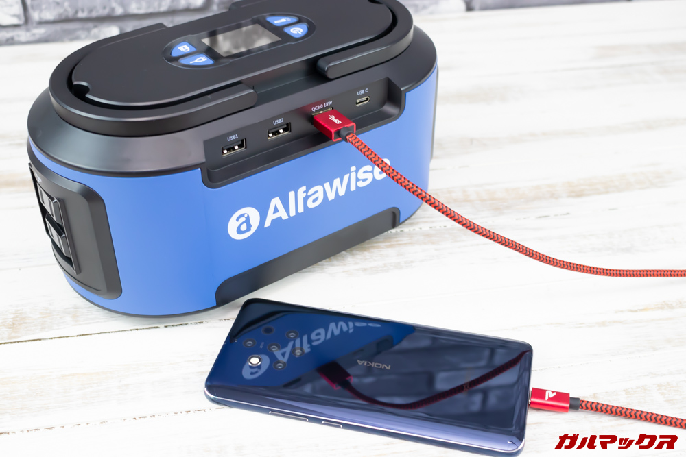 Alfawise S420で超急速充電をテストする様子。