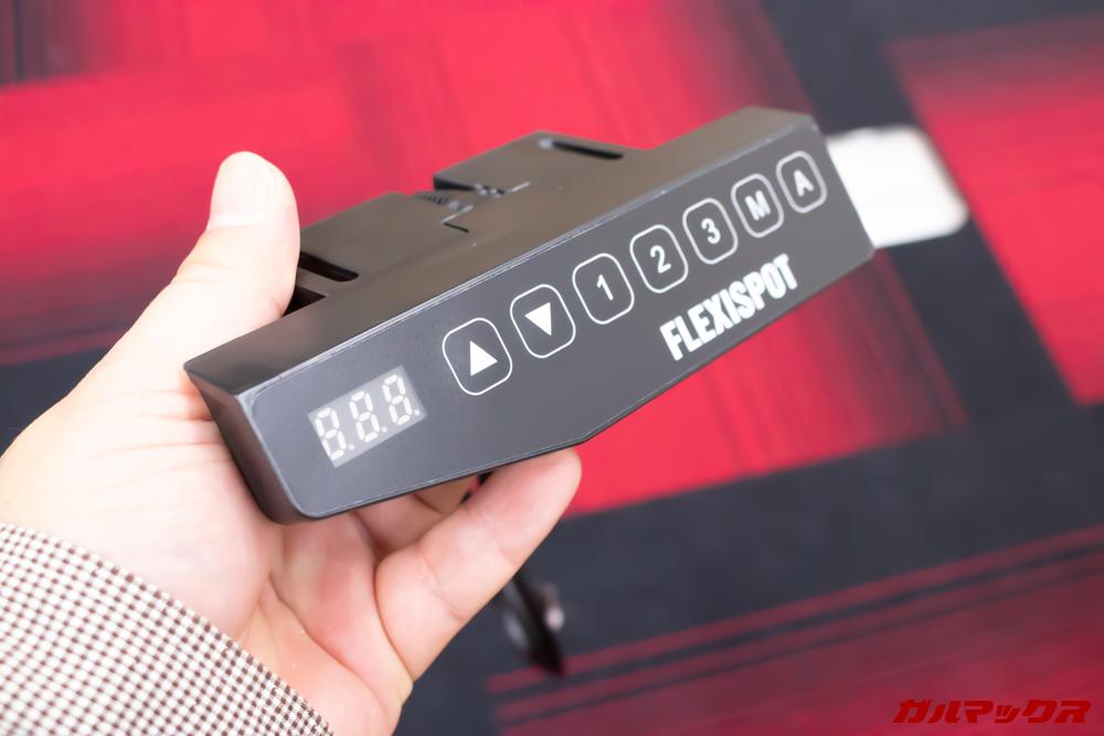 FlexiSpotの電動式スタンディングデスクは脚以外にコントローラーを取り付けるだけ