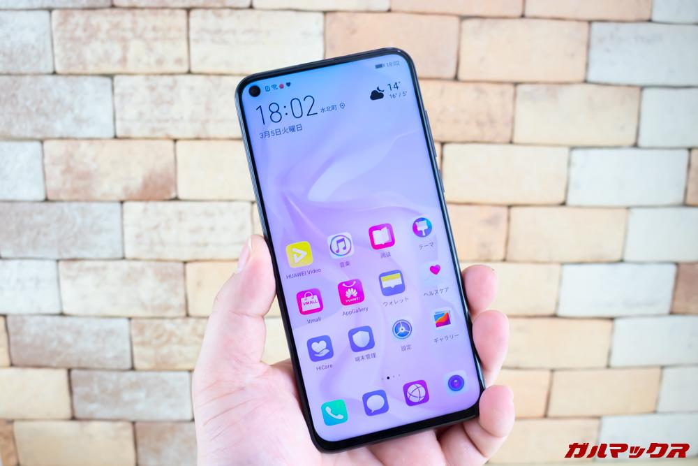 Huawei nova 4のディスプレイは大画面だけれど大きすぎるとは感じません。