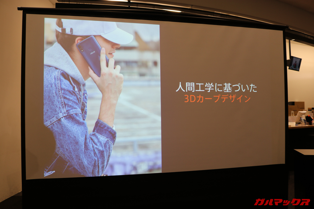 ZenFone Max M2シリーズのデザインは人間工学に基づいた丸みあるデザインに刷新されています。