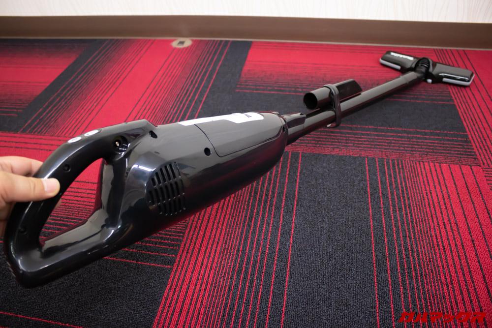 マキタのターボ・60(通販生活限定モデル)は想像以上に寝かすことが出来るのでソファー下の掃除なんかもはかどります。