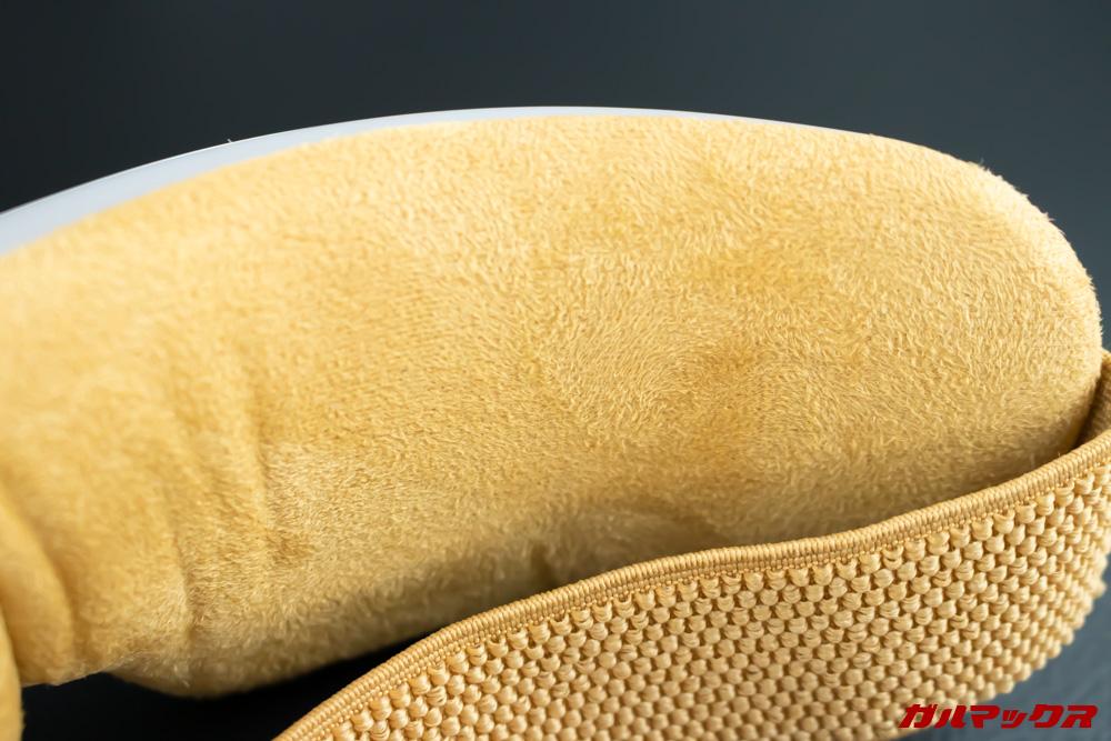 Breo Isee4の生地はホコリが付着しやすいので持ち運びにはポーチが必要だと感じます。