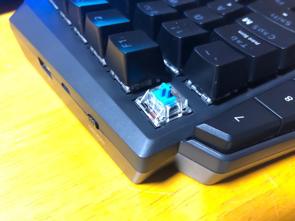 メイン部分のキーはTTC製の青軸を採用しています。