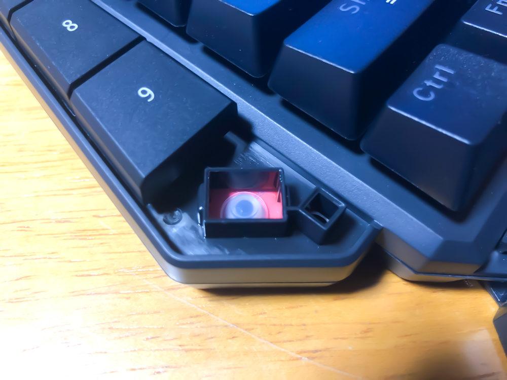 ファンクションキーはよくあるゴム製のボタンです。