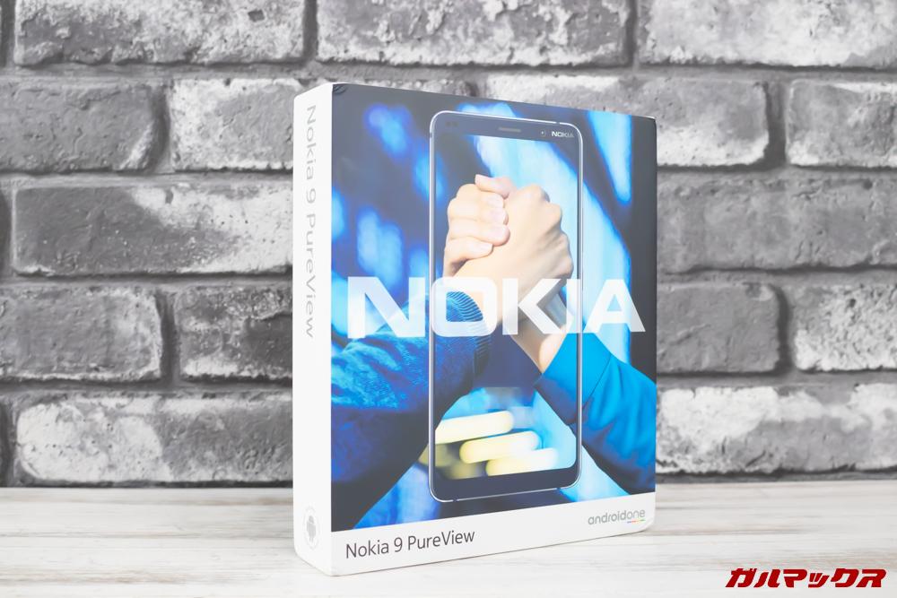 Nokia 9 PureViewの外箱はカラフルなボックスで本体写真が入っています。