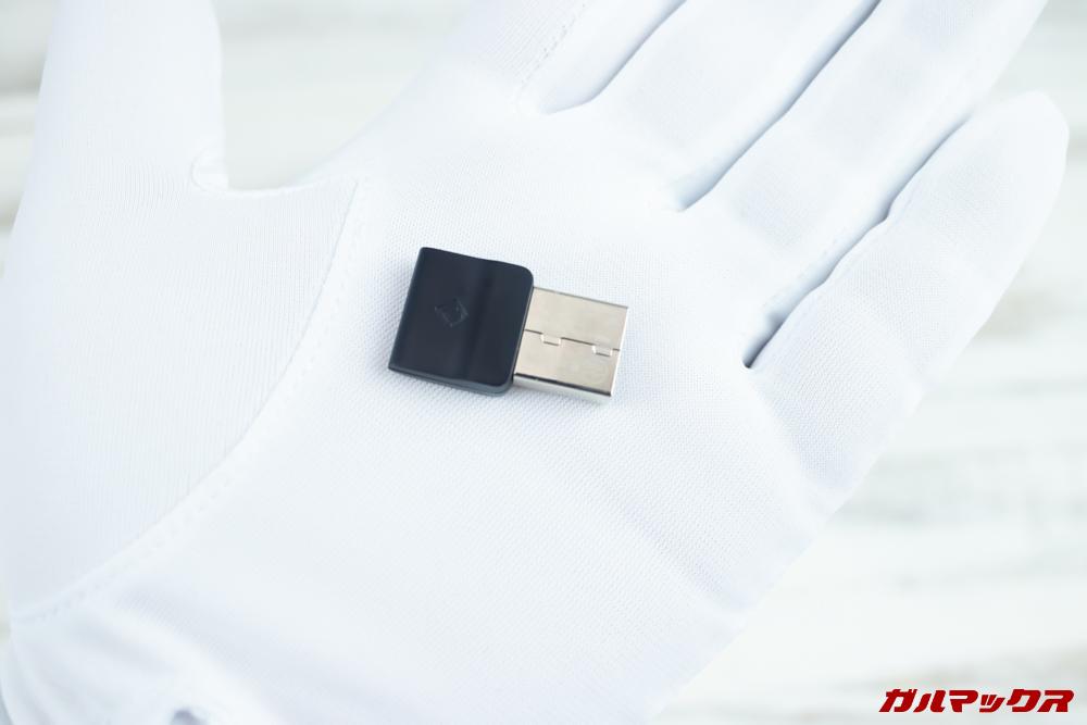 OfficeCore M2はワイヤレス接続用のアダプターも付属していました。