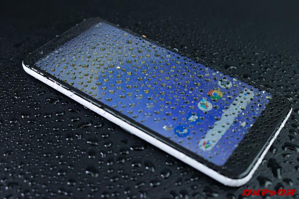 Google Pixel 3a/3a XLは雨天での利用も問題ない防水防塵性能を持っています。