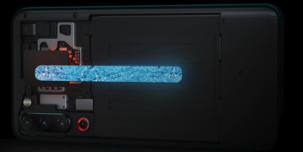 Lenovo Z6 Proは冷却に液冷システムを採用している。