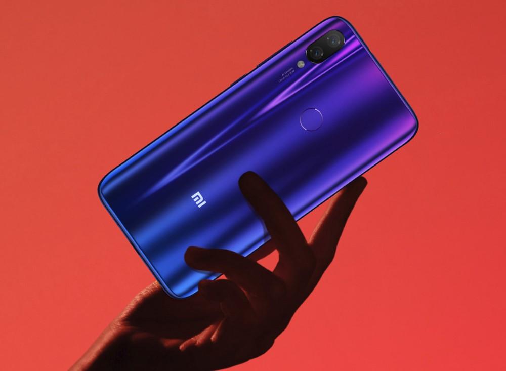 Xiaomi Mi Playは美しい背面パネルを搭載