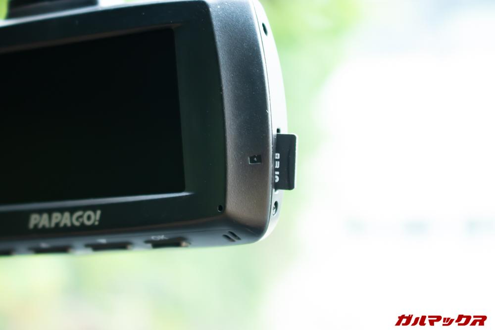GoSafe S70GS1のMicroSDスロットは側面に備わっているので取り出しやすいです。