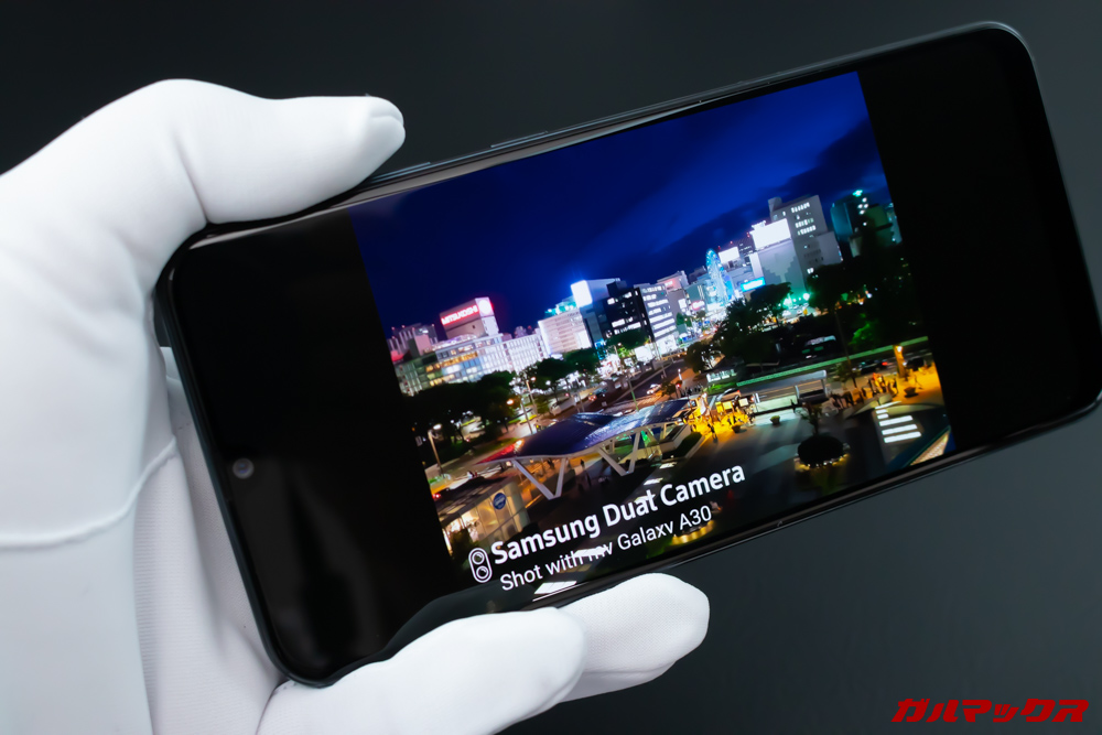 Galaxy A30は有機ELディスプレイを搭載しているので非常に発色が美しい。